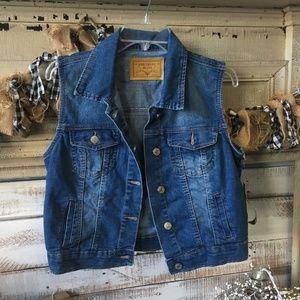 5/$25 Amethyst Jeans Distressed Denim Vest Size L